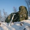 Die notdürftig vor Frostschäden und Witterung geschützte Turmruine.