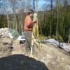 Vermessungsarbeiten mit dem archäologischen Grabungsleiter.