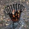 Ein Feuerkorb leistet bei den Temparaturen gute Dienste