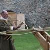Demonstration der Armbrust mit Holzbogen