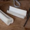 Ausgekochte Rinderknochen stellen das Ausgangsmaterial für Knochenkämme und Würfel dar