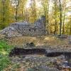 Turmruine und Schnitt der Grabung im Burghof