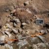 Fotodokumentation einer komplexen Versturz- und Brandschicht auf der Ringmauer.