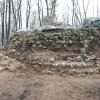Teilweise freigelegte Ringmauer im Osten der Turmruine.