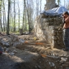 Besucher können dem archäologischen Grabungsleiter bei der Arbeit über die Schulter schauen (Fotodokumentation).