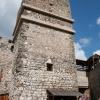 Die Turmruine aus dem 13. Jahrhundert (mit rezenter Armierung)